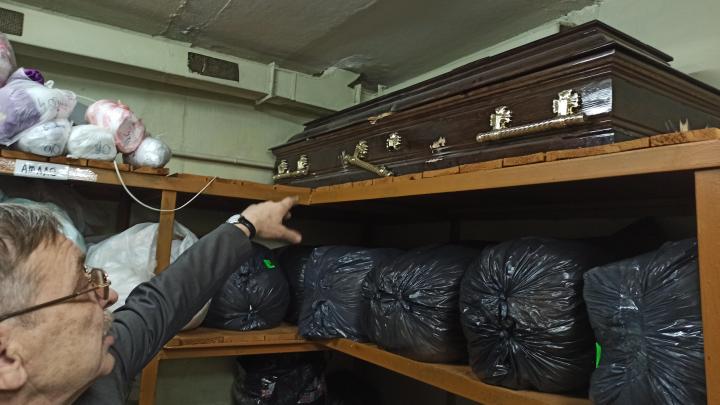Сотрудники ритуальной службы утверждают, что гроб генерала Ахметханова перепродали после его похорон