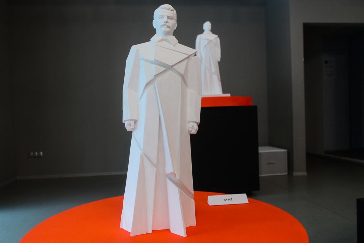 Художник разрубил Сталина: в Екатеринбурге открылась выставка скульптур вождя
