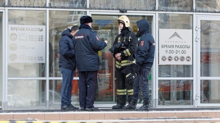 «Кровь прольют невинные люди»: в Волгограде из-за писем эвакуировали школы, больницы и ТРК