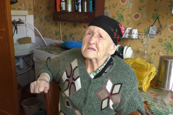 Фронтовичка записала обращение к президенту Владимиру Путину, в котором рассказала, что она живёт в сгнившем доме