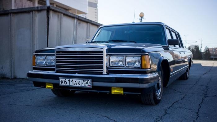 Автомобиль продают за 15999000  рублей