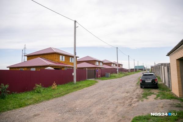 Все дома, что вы видите слева на этом фото, попадают под снос