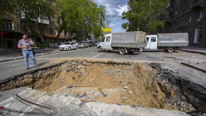 На Фрунзе появилась огромная яма: движение закрыто до следующей недели