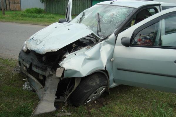 66-летний водительRenault Logan от полученных травм скончался на месте аварии