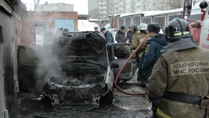 Во дворе на Киренского ночью сгорело авто