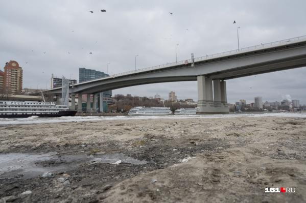 Похоже на кадры фильма о постапокалипсисе, но нет, это обмелевшая река
