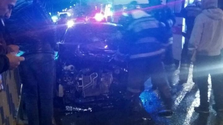В Волгограде после лобового столкновения загорелось авто: пострадал ребёнок