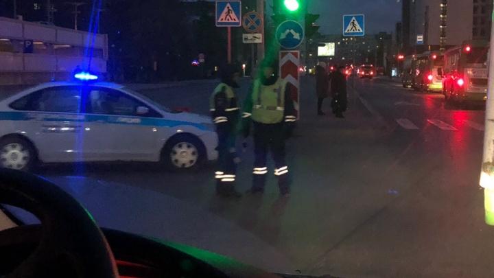 Из-за порыва на водоводе улицу Ленина частично перекрыли для транспорта