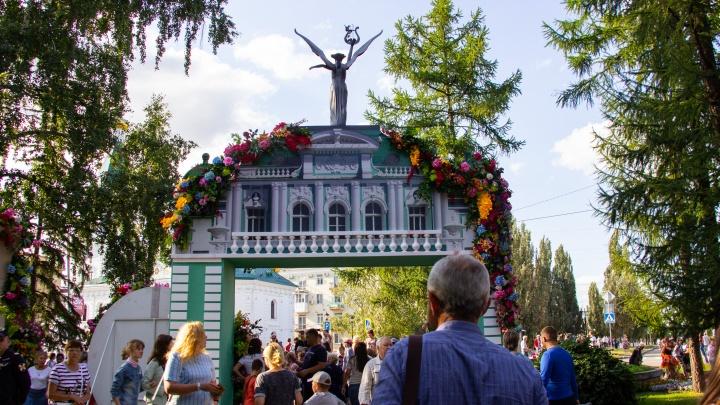 Екатерина Вторая, Маленький принци цветочные алые паруса на «Флоре»: День города в снимках NGS55.RU