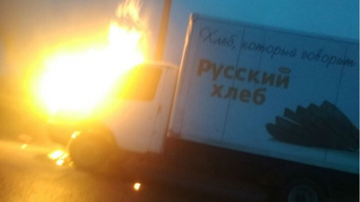 В Ярославле загорелась «Газель» с хлебом