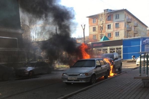 Пожар произошел на Юности, 35