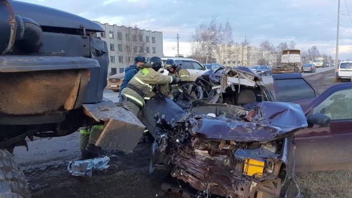 В Башкирии лоб в лоб столкнулись «Лада-Приора» и грузовик: два человека погибли