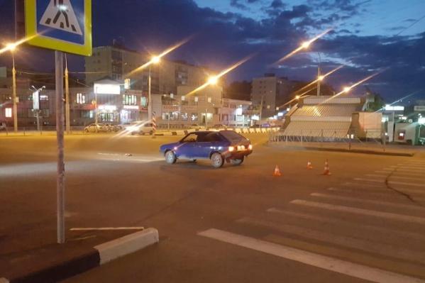 Пешеход попал под машину при попытке перейти дорогу