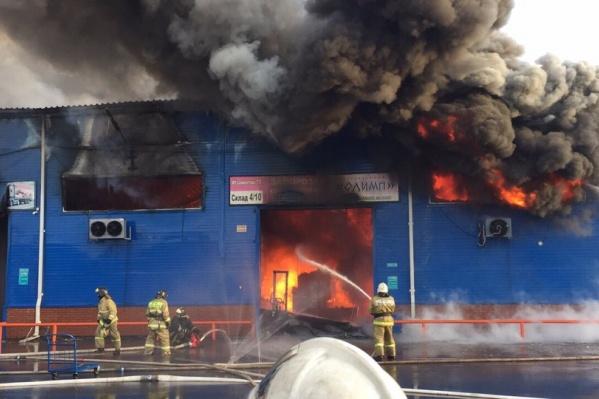 Пожарные прибыли на место практически сразу и локализовали пожар примерно за час