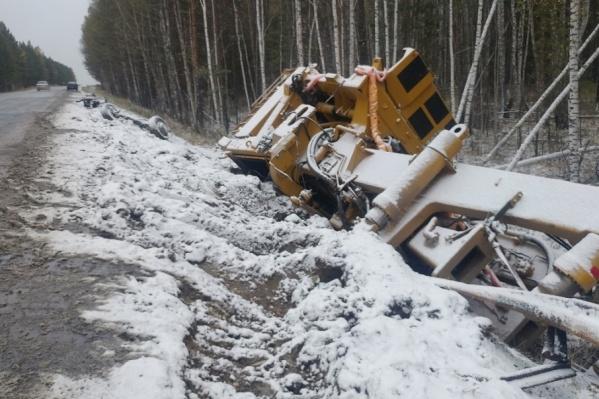 В Госавтоинспекции просят водителей быть аккуратнее на дорогах из-за сильного снега с дождем