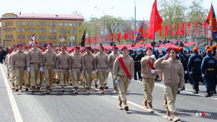 Парад с доставкой на дом: в Самаре военные и юнармейцы спели под окнами ветеранов ВОВ