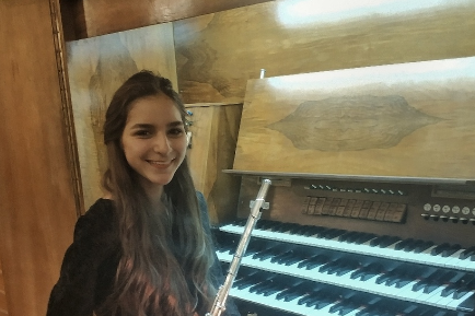 Лукерья Мишнёва с шести лет училась в обычной музыкальной школе, сейчас ей 13 лет, и она уже 3,5 года занимается в Новосибирской специальной музыкальной школеприНовосибирской государственной консерватории им. М.И. Глинки