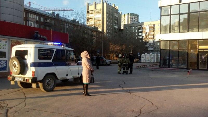 Эвакуированные работники уже начали замерзать