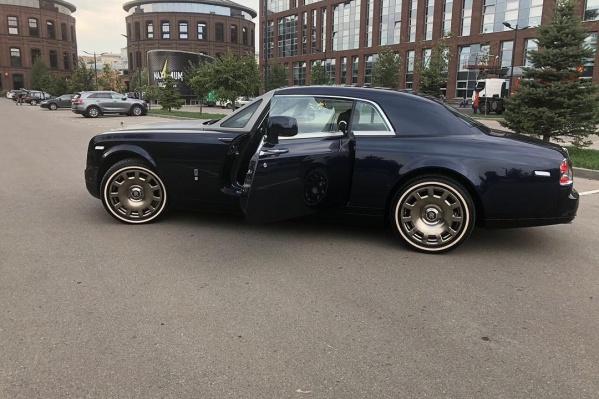 ЧерныйRolls-Royce обошелся звезде «в копеечку»