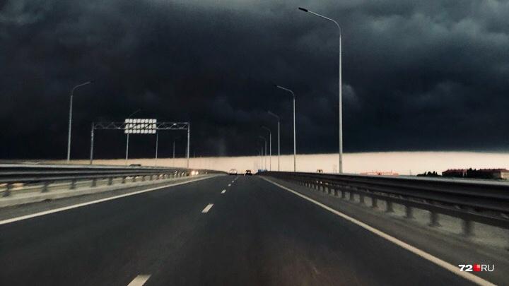 Снова гроза, или синоптики ошиблись? В Тюмени объявили штормовое предупреждение