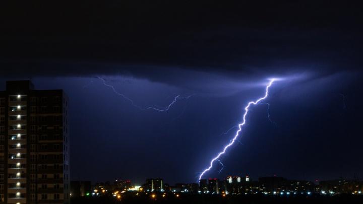 В МЧС снова предупредили об ухудшении погоды: ожидаются гроза и град