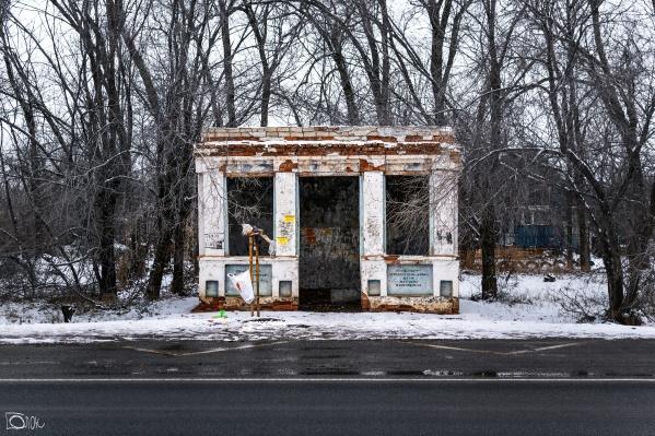 Автобусная остановка со стенами и крышей? Не может быть!