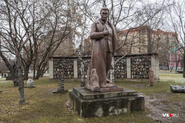 Копия памятника Сталину, стоявшего у музея обороны Царицына