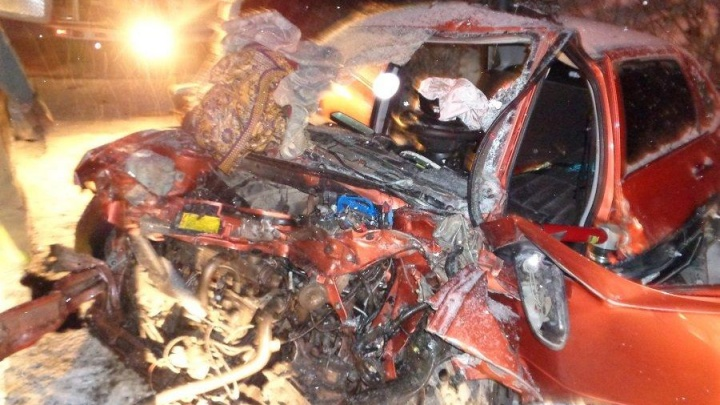 Лобовая авария: на трассе в Башкирии легковушка протаранила грузовик
