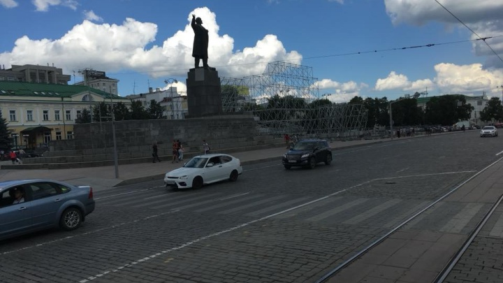 В мэрии назвали дату, когда закроют парковку на площади 1905 года