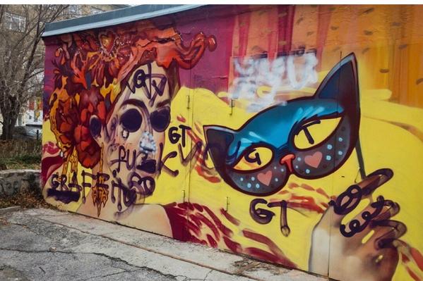 Рисунок во дворе дома на улице Романова, 23 был сделан в мае, когда проходил фестивальOkrasheno