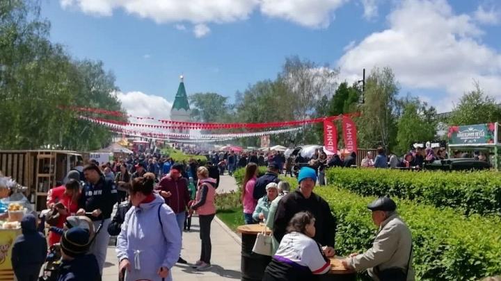 Сотни людей пришли на Покровскую гору ради пересъемки 8-го сезона «Игры престолов» и шашлыков