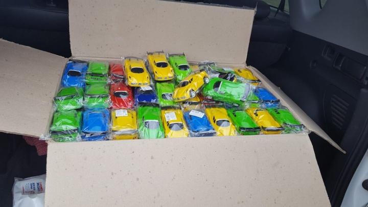 Таможня подарила три тысячи мини-Ferrari детям из уральского дома-интерната
