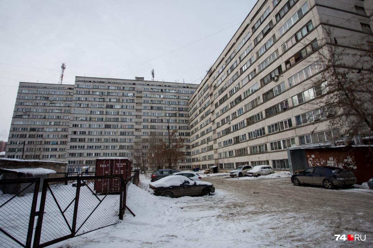 За прошлый год сотрудники МЧС приезжали 27 раз на Салютную, 23