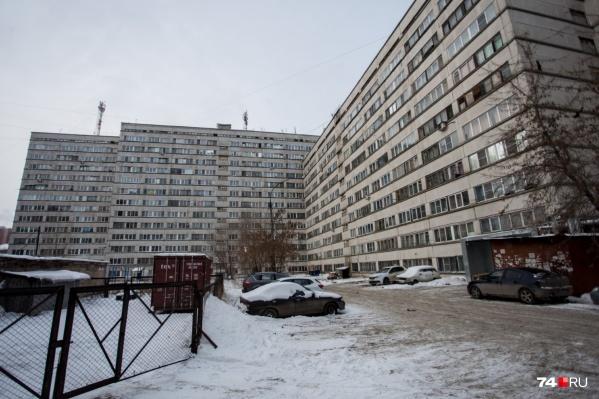 За прошлый год сотрудники МЧС приезжали 27 раз на Салютную, 23<br>