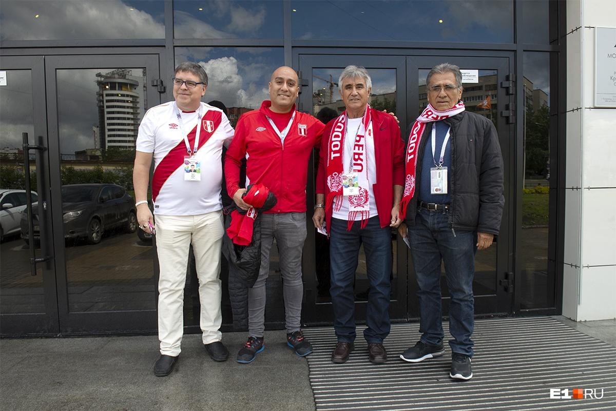 В Екатеринбург Перси приехал с родственниками. Слева направо: брат Педро, племянник Хулио, сам Перси и еще одни брат — Хулио