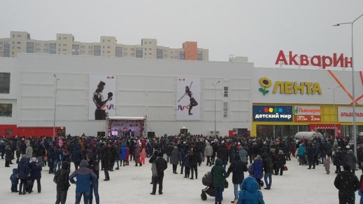 Жители Уфы устроили давку на открытии нового торгового центра