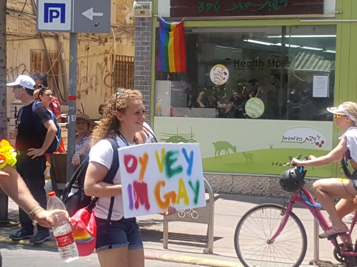 «Ну и жуть! Видела этих мужиков в париках?»: как журналист Ая Шафран охраняла гей-парад в Тель-Авиве