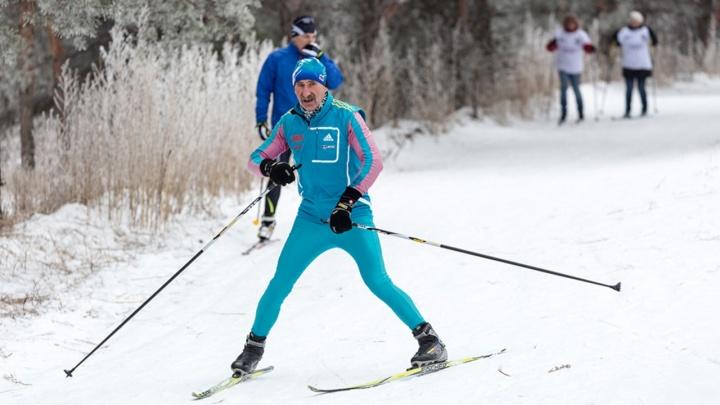 «Дню снега быть!»: жителей обледенелого Волгограда зовут прокатиться на лыжах