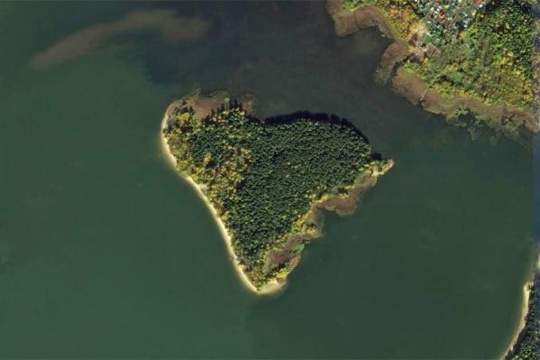 Часть спорных участков расположена на острове Огуречный — местные его называют просто островом
