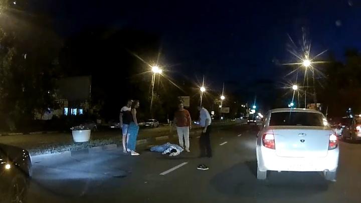 «Не дошел до светофора метров 40»: в Самаре на Гагарина у ресторана иномарка насмерть сбила мужчину