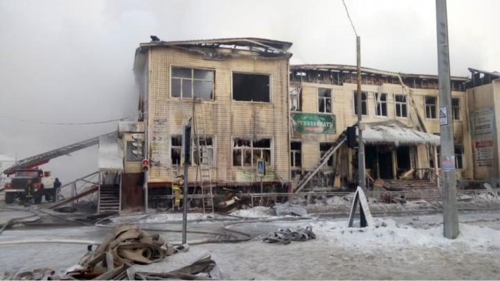 Владельцы сгоревшего деревянного ТЦ в Архангельске хотят взыскать с чиновников многомиллионный ущерб