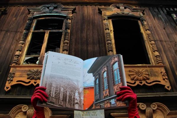 На фото сгоревшая мастерская Шитовых, восстановлением которой сейчас занимаются волонтёры