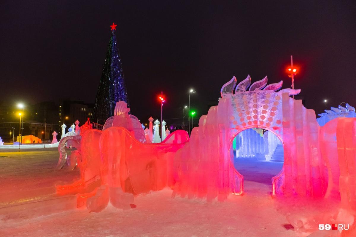 Фото с прошлогоднего фестиваля ледовой скульптуры