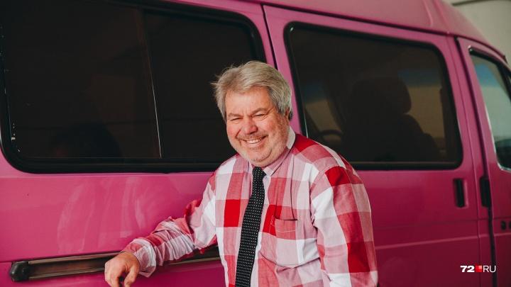 На чём ты ездишь: тюменец переделал обычную «Газель» в розовый дом на колесах и объехал всю Европу