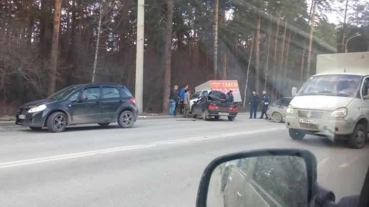 На Амундсена из-за жёсткого ДТП с четырьмя машинами водители встали в пробку