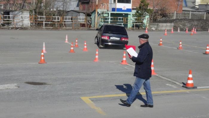 Участники конкурса демонстрировали мастерство вождения и знание ПДД