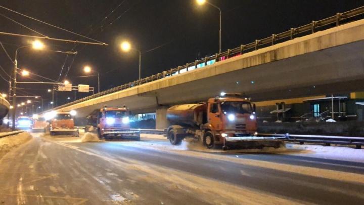 «Техника не ездит к нам годами!» Мэрию Ярославля завалили жалобами на плохую уборку дорог