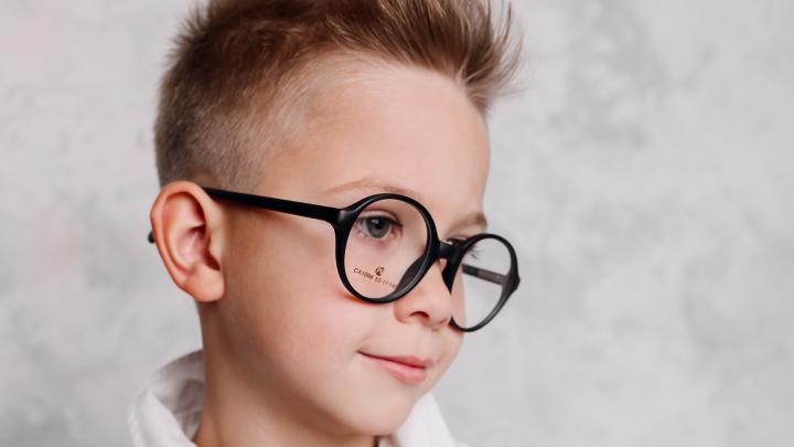 К 1 сентября школьникам бесплатно проверят зрение