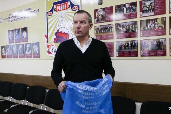 Владислав Макаров заверил, что убирать новые мусорки никто не собирается