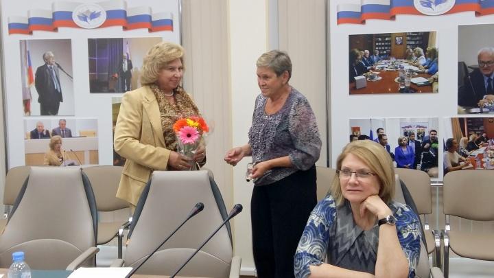 Подарила цветы и уснула в приёмной: голодающая пайщица из Кольцово слетала в Москву к омбудсмену